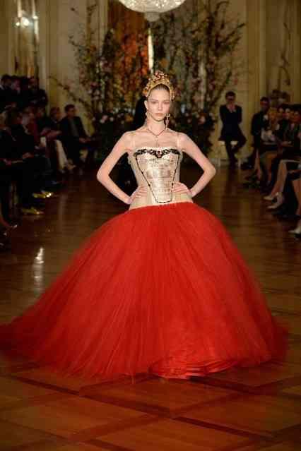 4-Dolce-and-Gabbana-Alta-Moda-show-at-Milans-Teatro-Alla-Scala---Credit-DOLCE-and-GABBANA_426x639