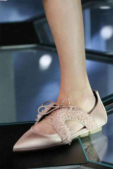 54bbdcab8638e_-_hbz-trends-2014-accessories-flats-01-balenciaga-lg