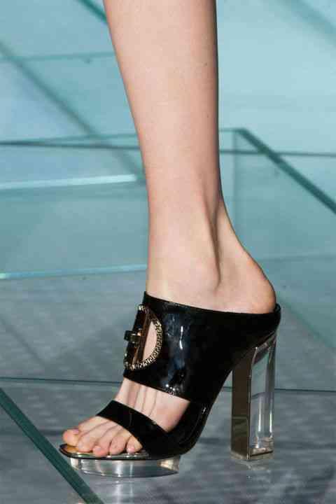 54bbdcbbb8c7d_-_z-trends-2014-accessories-mules-07-versace-clp-rs15-5802-lg